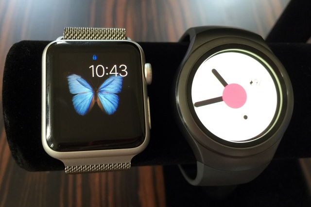 Samsung-gear-s2-vs-apple-watch_5376-640x0